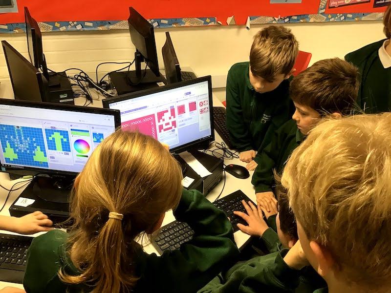 Children coding at Codingbug